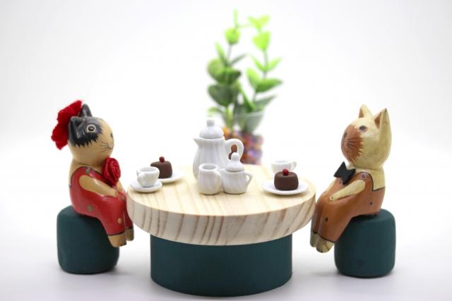 お茶をしているカップルのイメージ