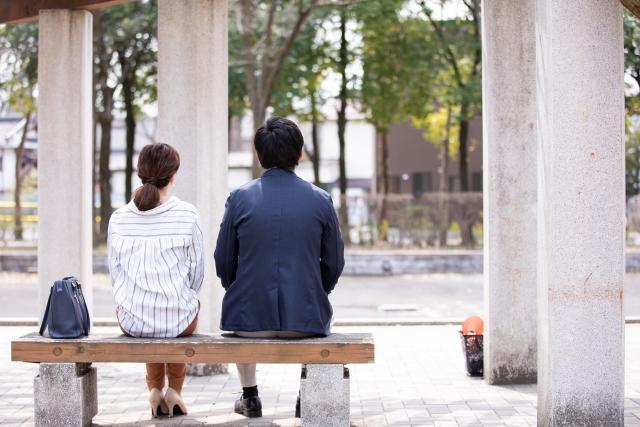 休憩中のカップル