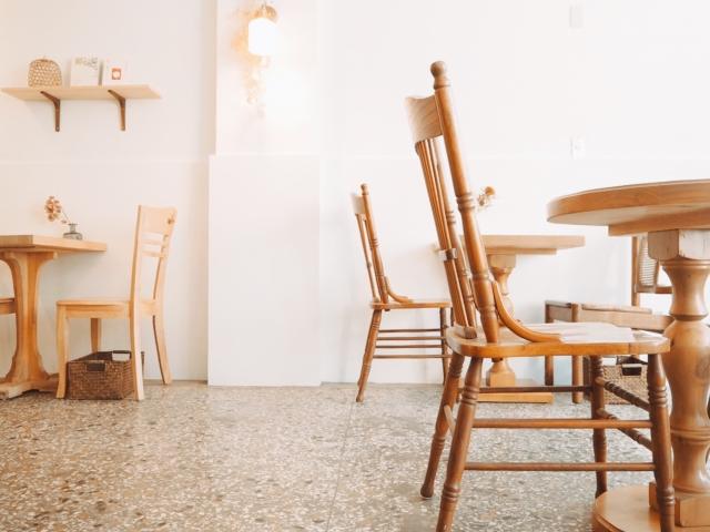 落ち着いたカフェの写真
