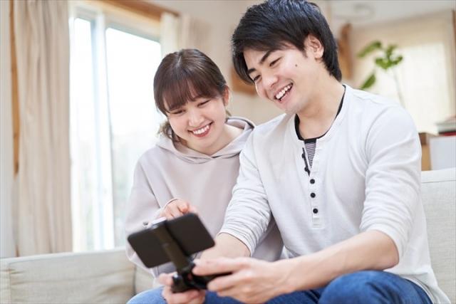 仲良しカップルのイメージ写真